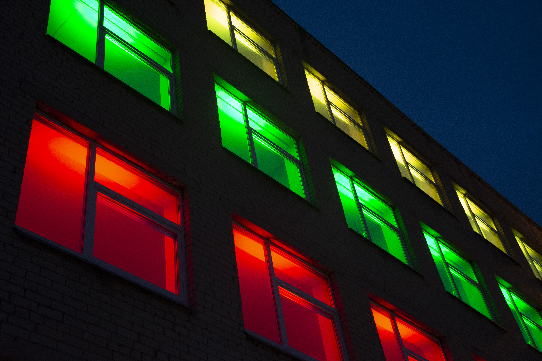 KVK pastatas nušvito trispalvės spalvomis